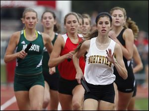 Northview's Mallory Small maintains a short-lived lead during the 3200-meter relay.