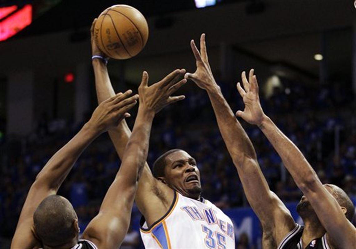 aac114136bfa Oklahoma City Thunder small forward Kevin Durant (35) shoots against San  Antonio Spurs