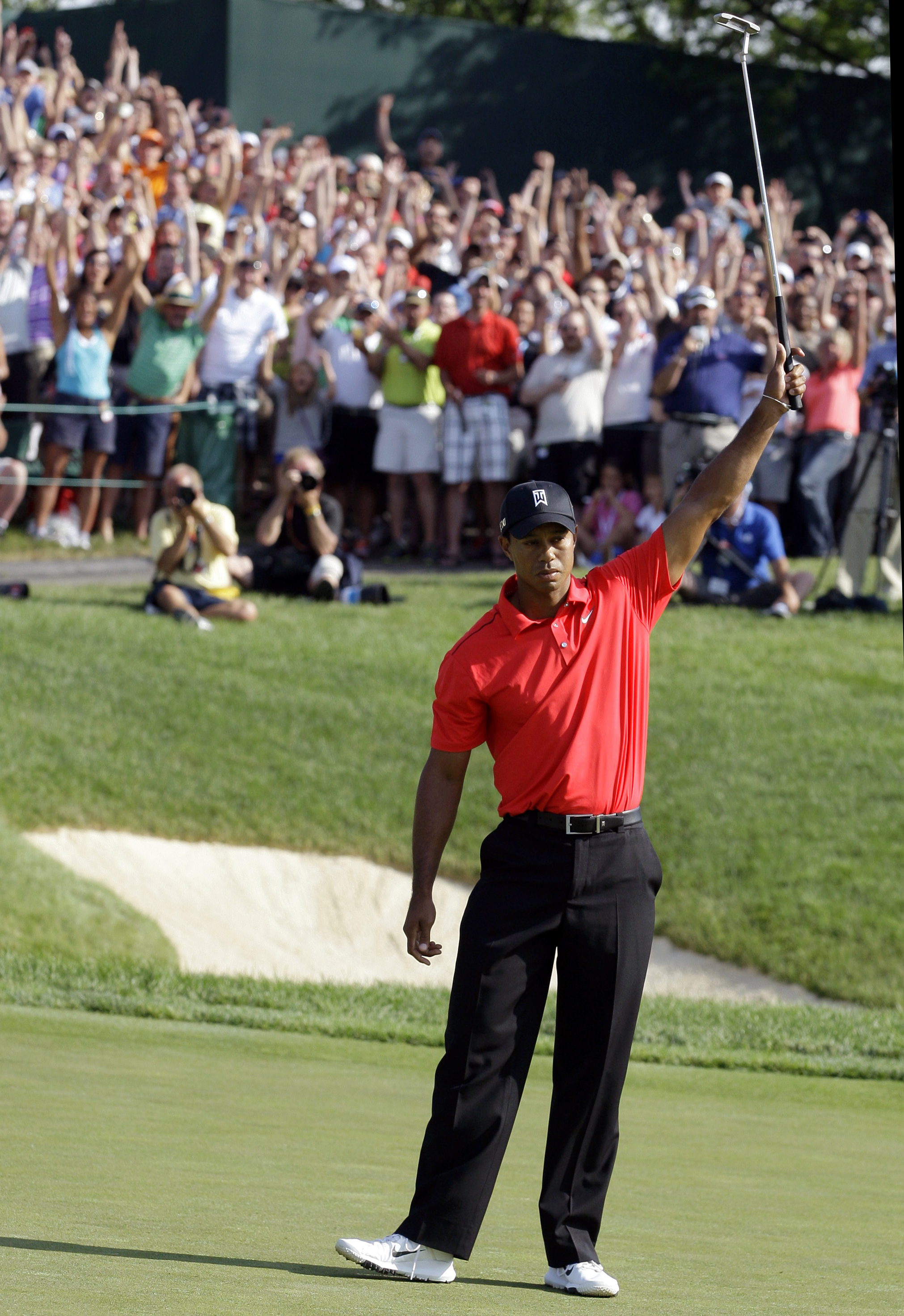 woods ties nicklaus with 73 pga wins