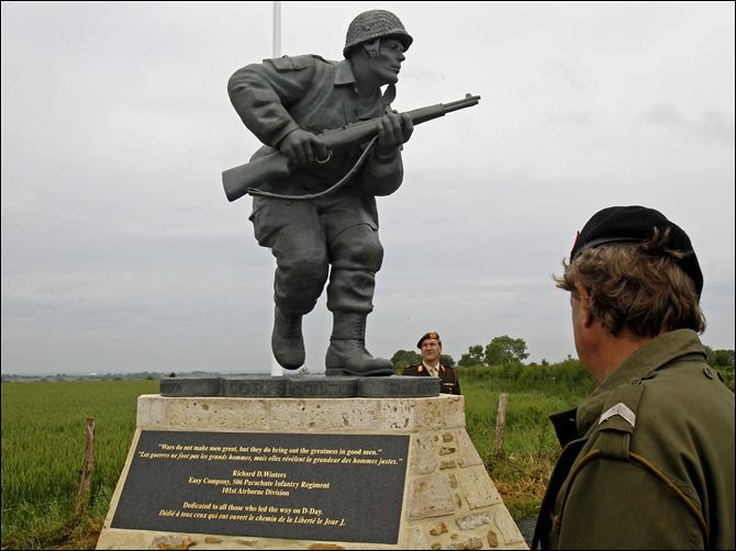 Statue unveiled in memory of D-Day's valiant officers Associated pressThe statue of Pennsylvania native Maj. Dick Winters is situated in Sainte-Marie-du-Mont near the beaches where the D-Day invasion of France began in 1944.