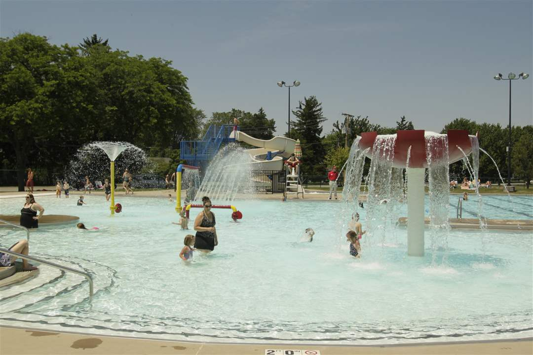 Perrysburg Pool Opens To Public The Blade