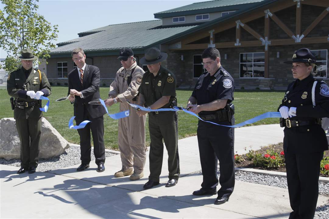 border-ribbon-cutting-1