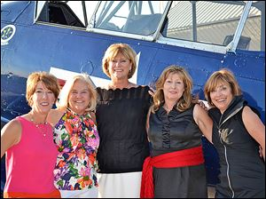Holly Bennett, Debbie Paul, Alicia A. Wagner, Belinda Cavins, and Phyllis Deaton of the Camp Courageous Committee.
