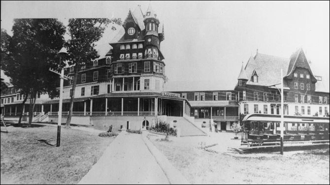 Victory Hotel Historical photos of Victory Hotel on South Bass Island.