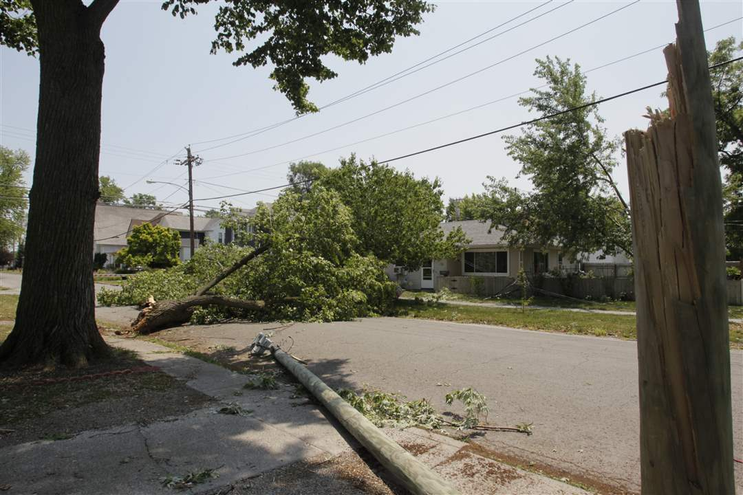 Pine-Avenue-in-downtown-Findlay-is-blocked-1