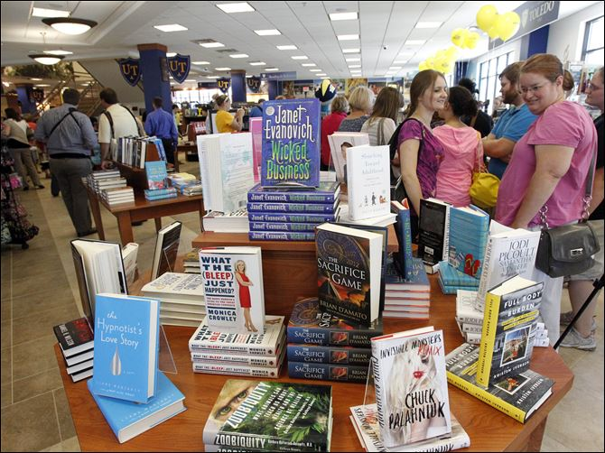 Barnes & Noble store at UT opens up Gateway for area Students Natalya Blessing, left, and Brenda Leady, right, check out the display of books at the grand opening of UT's full-line Barnes & Noble store, the first tenant and anchor store of the Gateway Project.