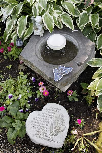 Memorial-to-Ila-R-Geoffrion-in-the-backyard-of-Ken-and-Julie-Peaces-home