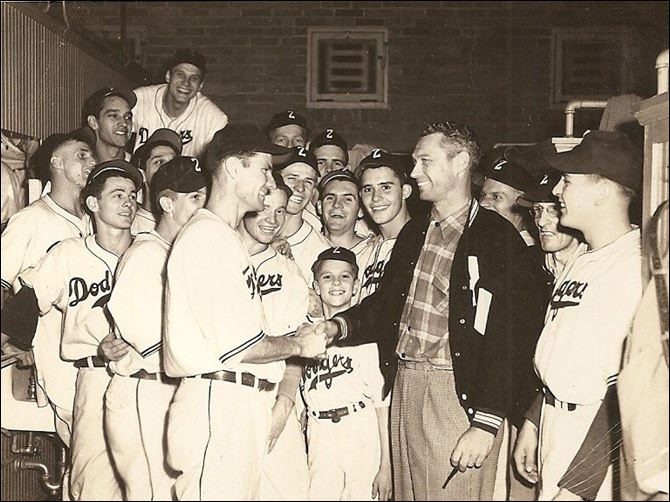 edt 1948 ZANESVILLE DODGERS.jpg The 1948 Zanesville Dodgers celebrate their Ohio-Indiana League championship with batboy George Eistetter.