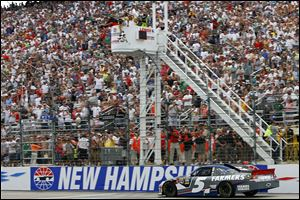 Kasey Kahne crosses the finish line to win at New Hampshire Motor Speedway. Kahne finished second two weeks ago at Kentucky.