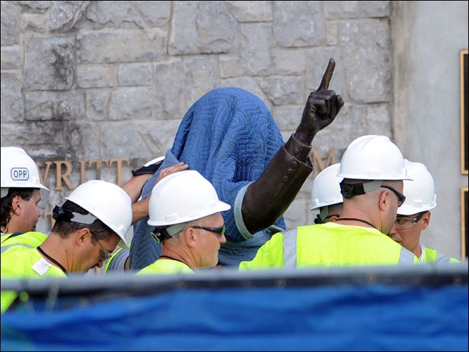 APTOPIX Penn State Abuse Statue Workers covered the statue of former Penn State football coach Joe Paterno prior to taking it away. About 50 fans watched the actual removal Sunday morning.