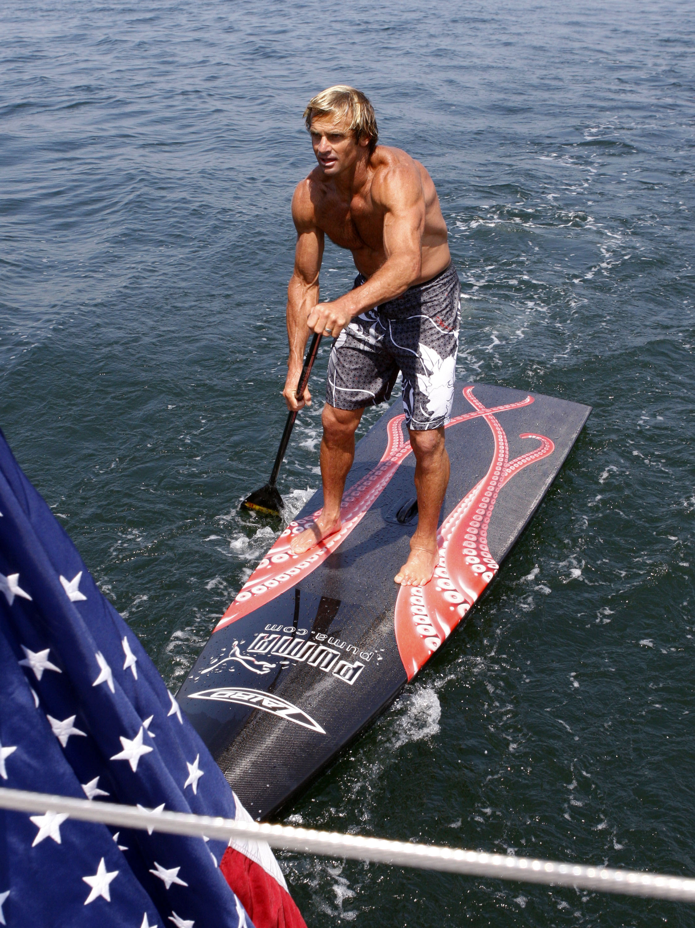 Workout On Water Combines Stand Up Paddling Exercises