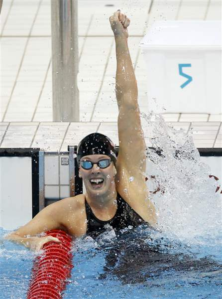 United-States-Allison-Schmitt-celebrates-her-gold-medal