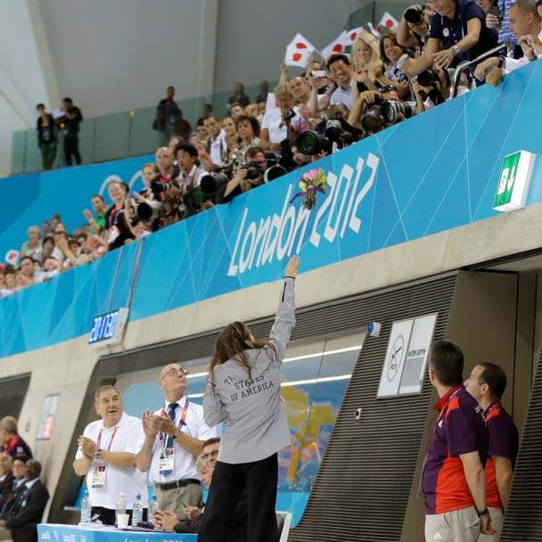 London-Olympics-Swimming-Women-Rebecca-Soni-fans