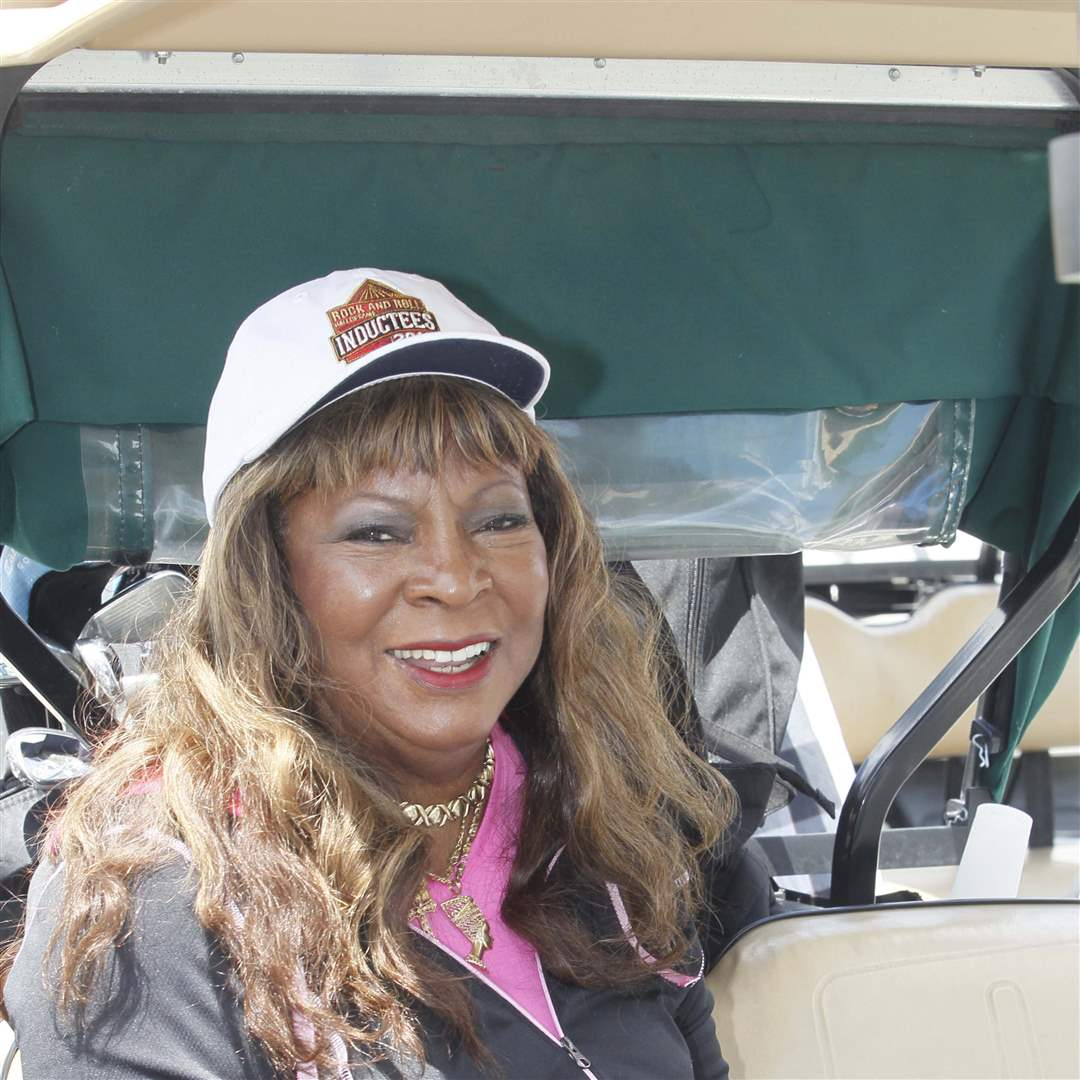 Martha-Reeves-getting-changed-to-go-golfing