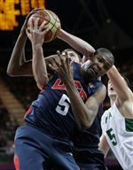 USA-s-Kevin-Durant-left-and-Lithuania-s-Mantas-Kalnietis