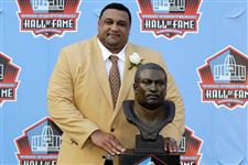 Former-Saints-lineman-Willie-Roaf