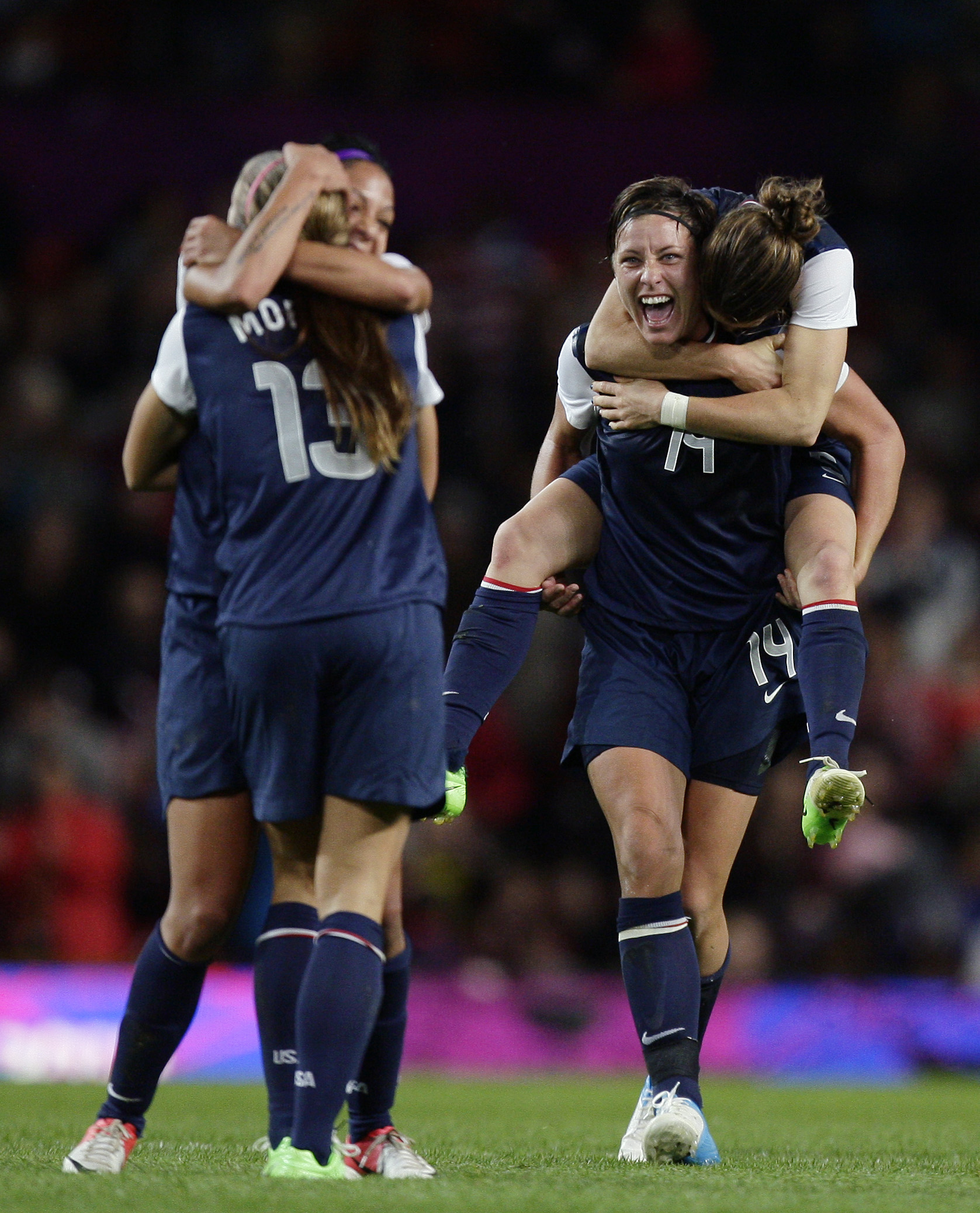 U S Women S Soccer Team Tops Canada 4 3 In Extra Time