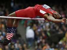 United-States-Erik-Kynard-clears-the-bar-in-the-men-s-high-jump