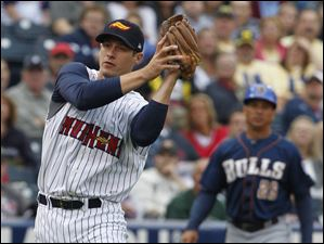 Toledo Mud Hens third baseman Don Kelly makes a catch.