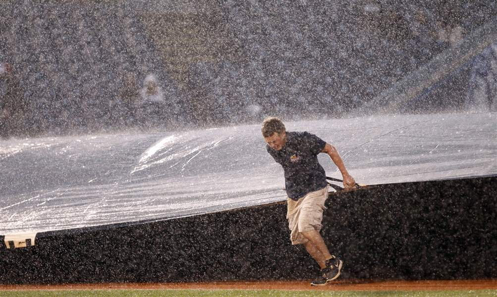The-grounds-crew-brings-out-the-tarp