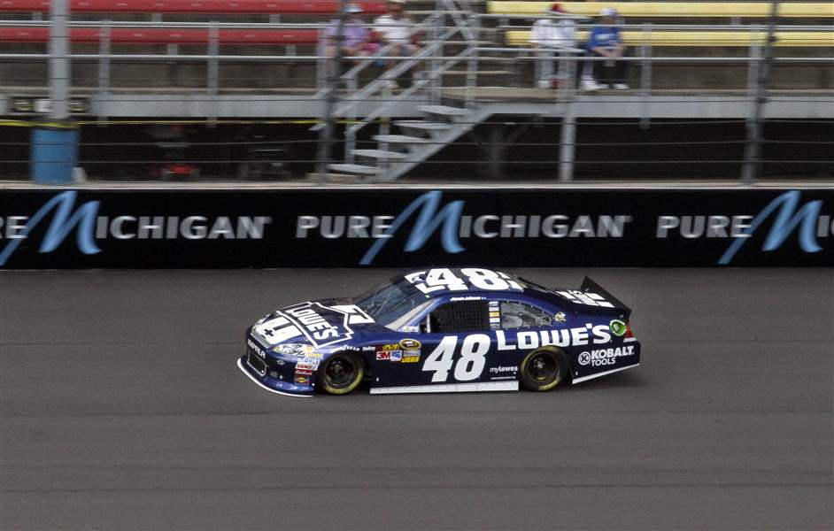 MIS-NASCAR-Jimmie-Johnson-qualify