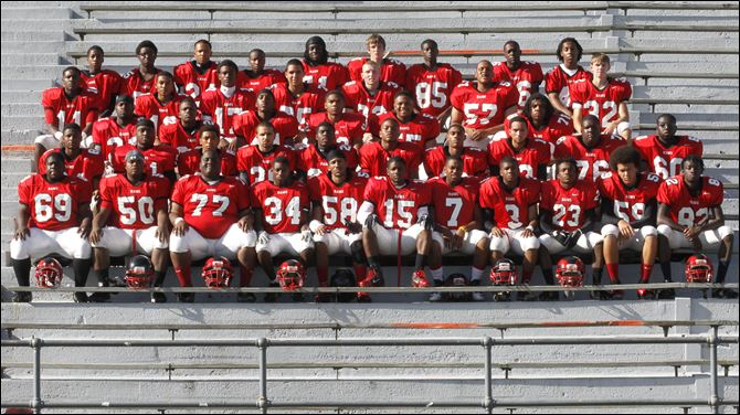 SPT rogers22p FROM LEFT: Row 1: Mason McCoy, Charles Ross, Justin William, Donell Fowlkes, Saul Gilmore, Milton Roberts, Chris Austin, Reggie Murphy, Taylor McLane, Anthony Smith, Solomon Ijilack Row 2: Joshua Faulkes, Devante Russell, Duane Smith, Brandon Cruz, Jalen Phelps, Rashaan Mitchell, Josh Taliaferro, Dominic Jones, Eric Hoskins, Edward Stokes Row 3: Mike Lipkins, Keon Rayford, Aron Brooks, Kurtis Jeffrey, Michael Huston, Robert Overton Row 4: Keandre Gilmer, Charles Stuart, Anthony Amison, Michael Bishop Jr., Dimitri Anderson, Terre