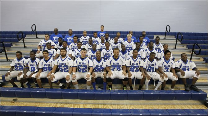 woodward fb team FROM LEFT: Row 1: Charles Moss, Anthony Bell, Guillermo Munez,David Aguilar, Devante Urbina, Darryl Bebley, Joshua Dunn, Mordecai Brownlee, Samuel Fields, Andres Rojas, and Eddie Murphy Row 2: Delonnie Brown, Savaughn Ross, Jordan Adams, Isaiah Jefferson, Emmett Morant, Donte Woods, Quinshaun Sisson, Javon Edmond, Shonda Johnes Row 3: Jose Alfaro, Henry Jones, Jashawn Baldy, Terren Arrington, Kevin Wallace, Carllie Martin, Cody Dreps, Bequa'nte Ray, Robert Farris, John Frison Row 4: Assistant coach Tanya Webb, assistant coach Spencer Utley, Lamont Butler, Christopher Adamczyk, Trent Davison, John Friso