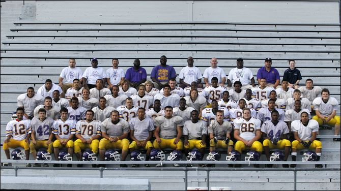 Waite indians football Row 1: Eduardo Gonzalez, Ryan Zam, Bryant Sillman, Jason Dawson, James Hunder, Johnny Douanglee, Matt Yates, Austin Morris, William Jensen, Charles Smith, Ronnie Temple Row 2: Jeremy Zervas, Antoine Brown, Tyler Slawski, Isaiah Coker, Jameer Pratt, Leonard Hurst, Devonte Hibbler, Derrick Porter, Jermaine Brown, Derrick Chandler Row 3: Rapheal Ambrose, Lamine Wilson, Nicholas Jensen, Aaron Hagood, Scott Hawkins, Javon Sanson, Jonathan Strunk, Derrick Pettaway, Kevontae King, Nakai Pettaway, Terry Cecil, Jesus Benavidez Row 4: Anthony Ashford, Josue Salgudo, Leonard Temple, Daniel Powell, Alec Heslet, J.J. Hammonds, M.C. Harris, Antonio Cleveland, Treviyon Mason, Terrell Jones, Marco Mendoza, Noah Paprocki Row 5: Coaches Garry Cummins, Alto King Jr., Bill Bradford, Allen Smith Jr., head coach Gardner Ho