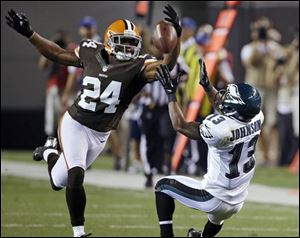 Eagles wide receiver Damaris Johnson (13) catches a pass against Browns defensive back Sheldon Brown (24) during the second quarter.