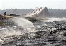 Waves-from-the-Santa-Rosa-Sound-crash