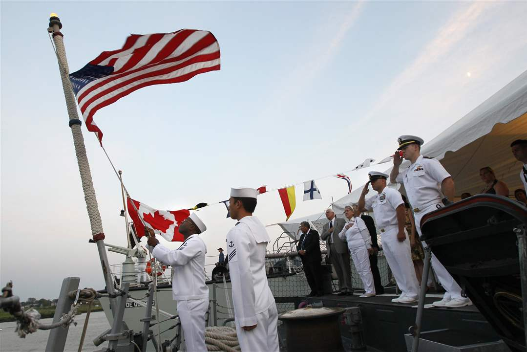 Navy-Week-De-Wert-Ville-de-Quebec-flag-lowering