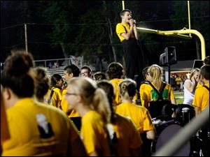 Sylvania Northview senior Ben Nelson, 17, center, led the marching band in an impromptu singing rendition of