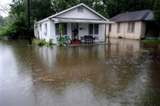 Water-surrounds-homes-in-Selma-Ala