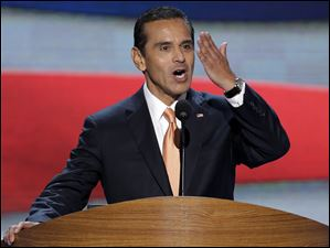 Los Angeles Mayor and Democratic Convention Chairman Antonio Villaraigosa blows a kiss to he delegates.