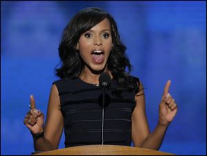 Actress Kerry Washington speaks to delegates.