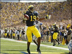 Michigan's Devin Funchess scores a touchdown after making a catch in the second quarter against Air Force.