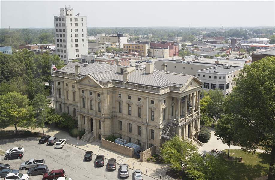 The-1881-Lorain-County-Courthouse-is-a-prominent-landmark