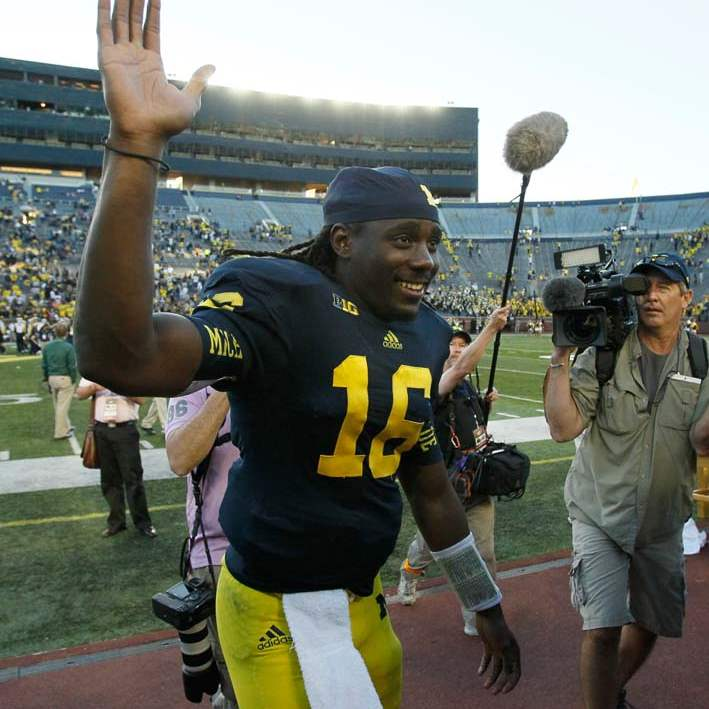 University-of-Michigan-quarterback-Denard-Robinson-3