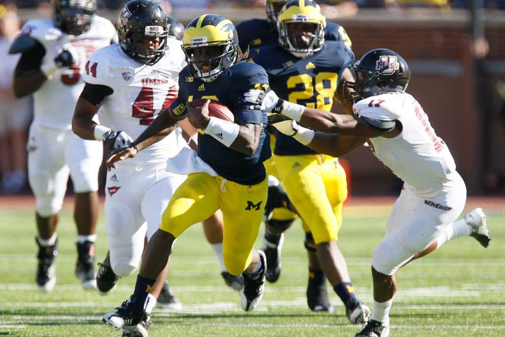 University-of-Michigan-quarterback-Denard-Robinson-16
