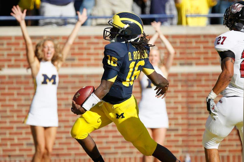 University-of-Michigan-quarterback-Denard-Robinson-4