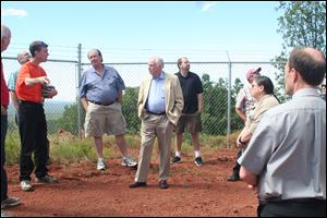 Jeffrey Hall, left, di