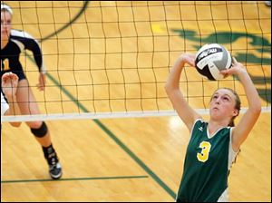 Clay's Brooke Gyori sets the ball against Notre Dame's Morgan Fioritto (3).
