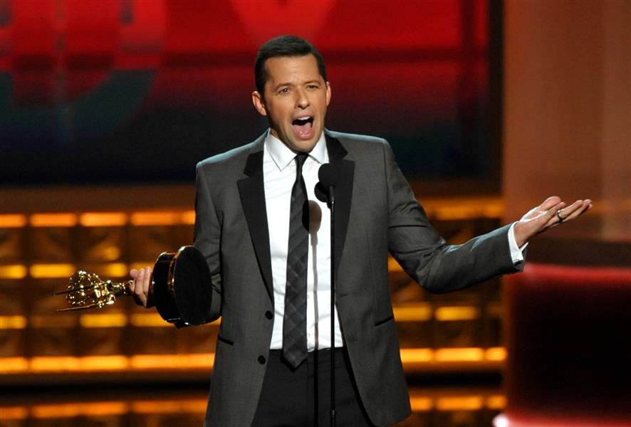Jon-Cryer-accepts-the-award-for-outstanding-lead-actor