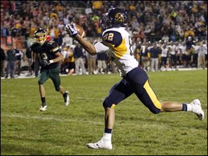 Whitmer's Michael Dzikowski (82) makes a catch to score a touchdown.