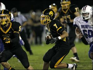 Cameron Moore, of the Northview Wildcats, runs the ball.