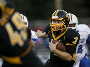 Kyle Kremchek, of the Northview Wildcats, runs the ball.