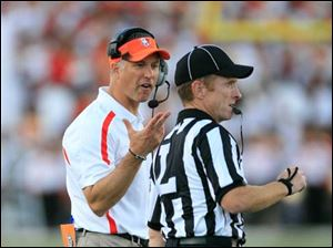 BGSU head coach Dave Clawson argues a call with an official during the fourth quarter.