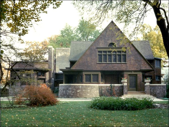 Frank Lloyd Wright Preservation Trust shows the exterior of the home Frank Lloyd Wright Preservation Trust shows the exterior of the home side of the Frank Lloyd Wright Home and Studio in Oak Park, Ill., which was built in 1889 as Wright's family home and went through several renovations through 1898. This is where the famous architect developed Prairie style architecture. The home side of the building provided access to the family home.