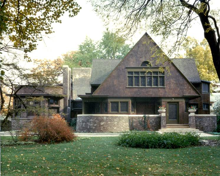 Frank-Lloyd-Wright-Preservation-Trust-shows-the-exterior-of-the-home