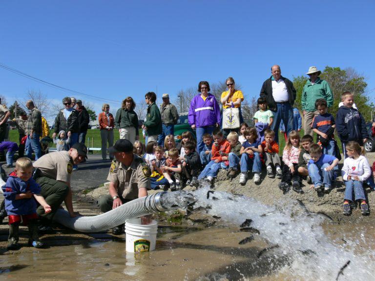 Ohio fishermen catch a rising stock market the blade for Fish hatchery ohio